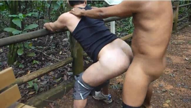 Cafuçu roludão fode gay no parque