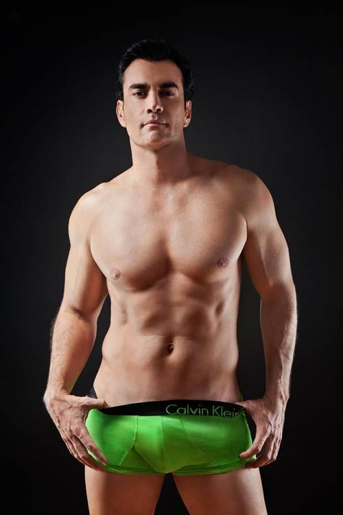 De olho no volume da cueca do ator mexicano David Zepeda