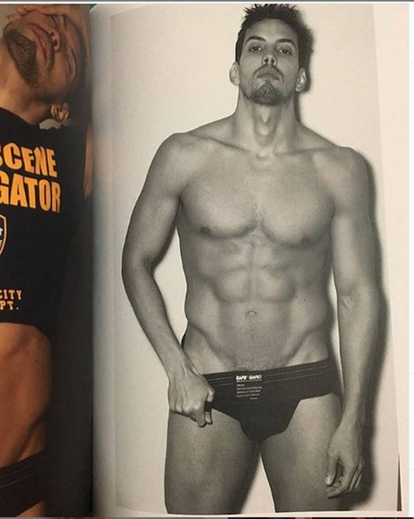 Felipe de Carolis sem camisa em foto