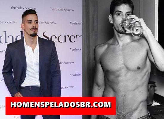 Caiu na net fotos do ator brasileiro Felipe de Carolis nu mostrando o pênis