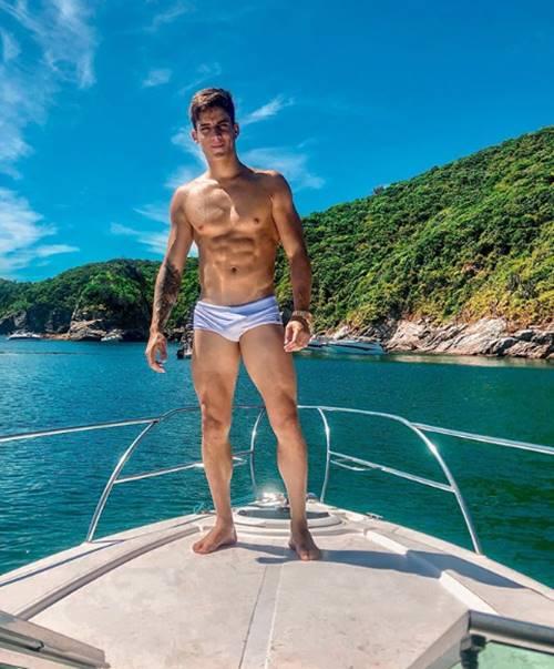 De olho volume da sunga de Tiago Ramos