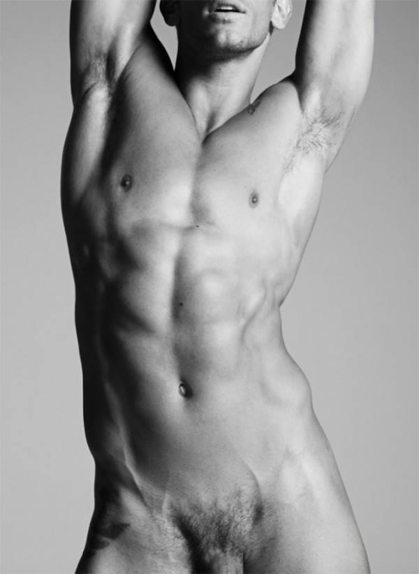 Famosos pelados - Miro Moreira nu mostrando o pênis e os pentelhos