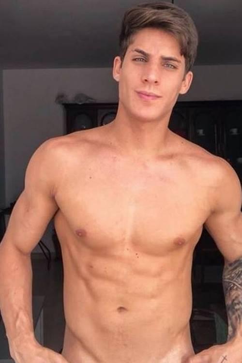 Tiago Ramos pelado