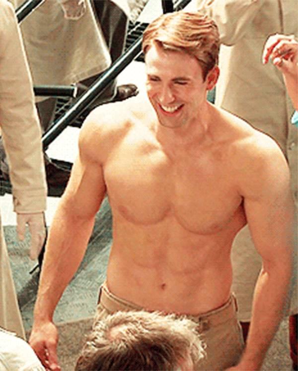 Chris Evans sem camisa