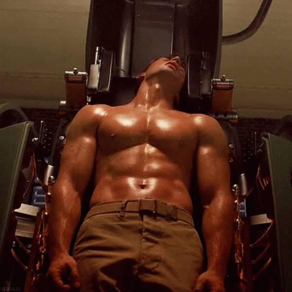 Foto de Chris Evans exibindo corpo sarado