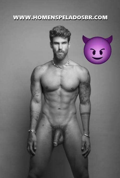 Foto de Rodrigo Malafaia pelado mostrando o pênis