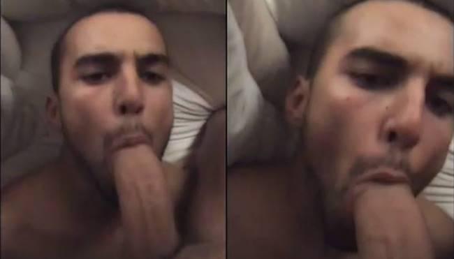 Árabe tentando engolir a rola grossa do amigo