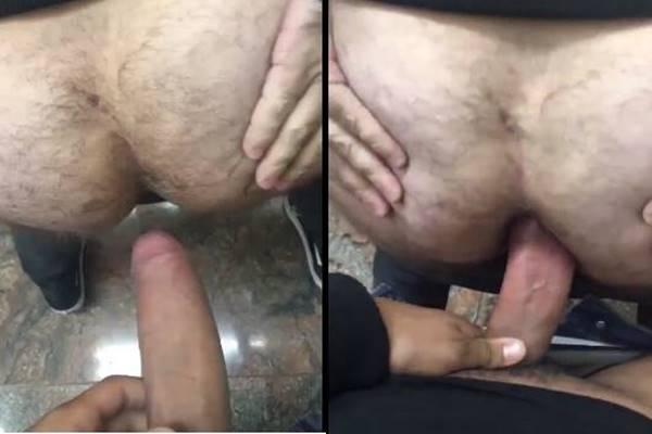 Machos fodendo bareback no banheiro do aeroporto