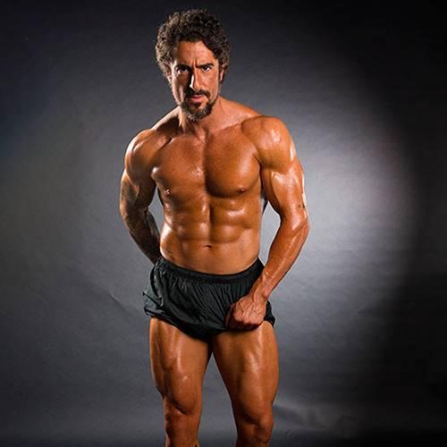 Apresentador Marcos Mion exibe corpo super sarado