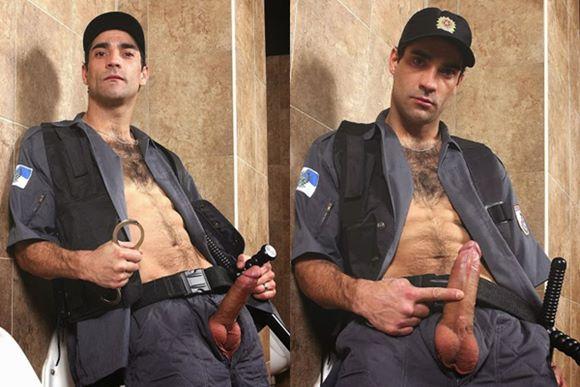 Fotos de policial peludo, dotado e gato mostando a rola