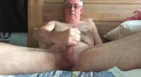 Vovô dotado gozando pela manhã