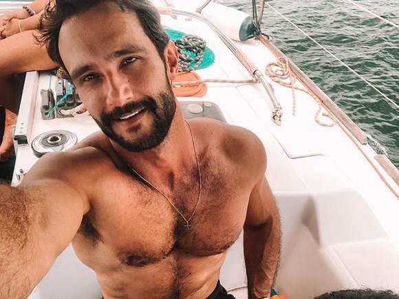 Candidato a vereador Pedro Melo pelado em vídeo