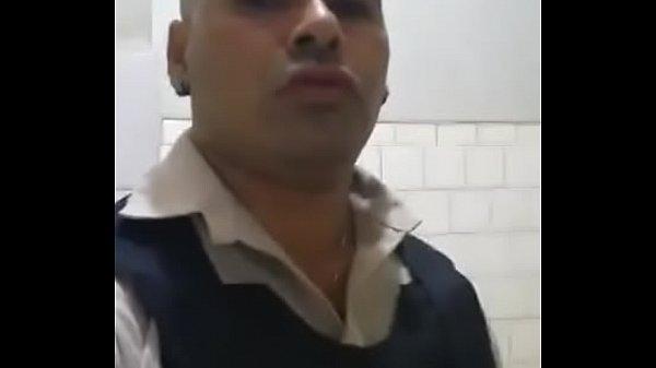 Vigilante casado batendo punheta e filmando a bronha